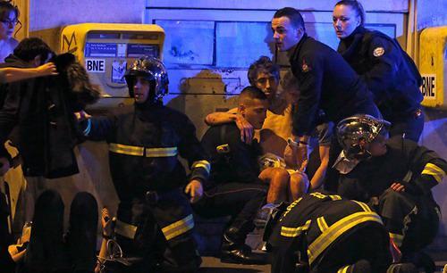 Ít nhất 2 thủ phạm của các vụ tấn công mới đây ở Paris - khiến 129 người thiệt mạng - có thể đã đến từ dòng người di cư ồ ạt vào châu Âu thời gian qua - Ảnh: FT.<br>