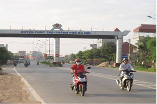 Thị trấn này nằm ở phía Tây Bắc thành phố Hà Nội, cách trung tâm Thủ đô 30km.
