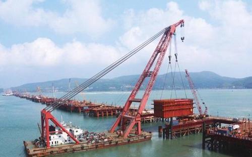 Cầu Pingtan là cầu đường sắt qua biển đầu tiên của Trung Quốc với 6 làn đường cao tốc bên trên và 4 đường ray tàu cao tốc ở dưới - Nguồn: Xinhua News.<br>