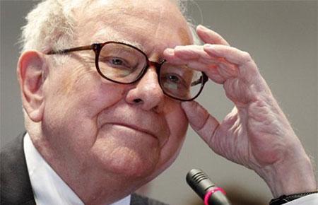 """Nhiều phát biểu của Buffett đã trở thành """"kim chỉ nam"""" cho nhiều nhà đầu tư khắp thế giới. Đó là những triết lý sâu sắc được thể hiện qua những ngôn từ bình dân như chính con người ông."""