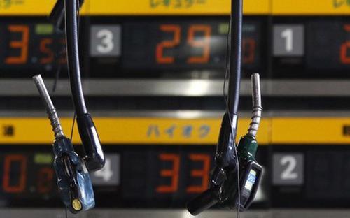 Theo các chuyên gia phân tích, những thông tin trên đã cộng hưởng cùng  nhau, mang lại sự lạc quan cho các thị trường hàng hóa, trong đó có năng  lượng - Ảnh: Reuters.<br>
