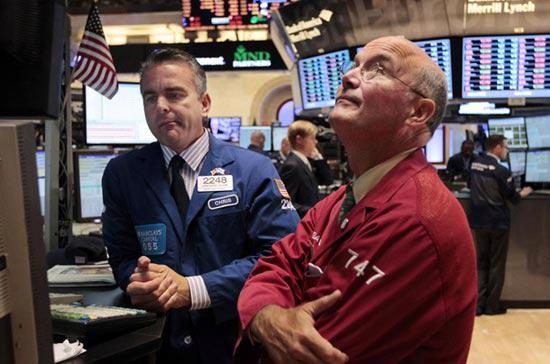 Theo hãng tin AP, khối lượng giao dịch toàn thị trường ở mức rất thấp, chỉ khoảng 2,4 tỷ cổ phiếu, đưa mức giao dịch trung bình hàng ngày từ đầu năm 2012 tới nay xuống còn có 3,7 tỷ cổ phiếu.