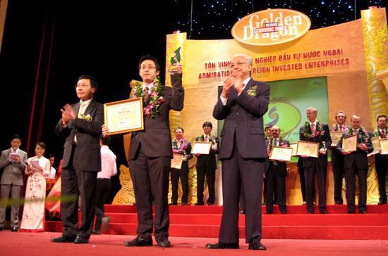Giải thưởng Rồng Vàng 2009 được trao cho 80 doanh nghiệp xuất sắc trong khối doanh nghiệp FDI - Ảnh: Anh Quân.