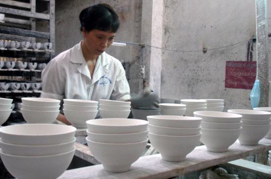 Trước năm 2009, thu nhập của nhiều lao động tại Sứ Hải Dương chỉ từ 500 - 700 nghìn/tháng. Nay, thu nhập bình quân đã được nâng lên trên 2 triệu đồng/tháng.