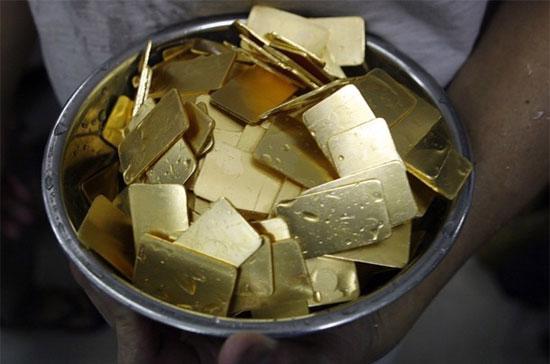 Theo giới kinh doanh vàng, hoạt động bán vàng chốt lời của người dân khi giá vàng tăng cao hôm qua là khá mạnh -Ảnh: Reuters.