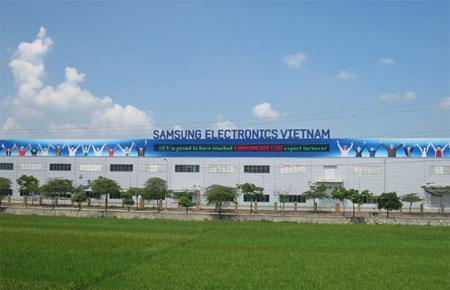 Công ty Samsung Electronics Việt Nam hiện đã đầu tư trên diện tích đất quy hoạch 100 ha tại Khu công nghiệp Yên Phong chuyên sản xuất điện thoại di động, máy tính bảng, linh kiện camera cùng nhiều thiết bị điện tử khác.