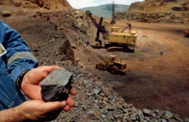 Khai thác quặng sắt tiềm ẩn nhiều nguy cơ ô nhiễm môi trường nếu công nghệ lạc hậu. Ảnh minh hoạ