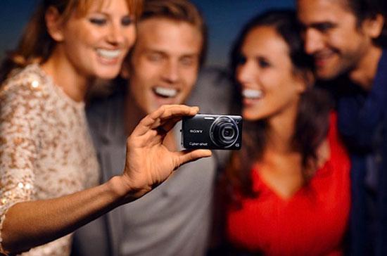 DSC-WX5 là dòng Cyber-shot duy nhất mà Sony tích hợp chụp ảnh 3D.