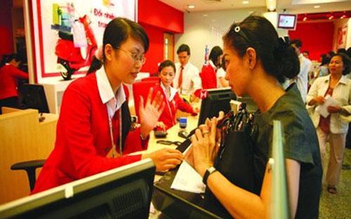 Các vấn đề mà ngành ngân hàng tại Việt Nam đang phải đối mặt như: nợ  xấu, sở hữu chéo, sự thay đổi một số nhân sự cấp cao ngành ngân hàng...  không mới, các nước khác trên thế giới cũng đã gặp các vấn đề này trước  đó và cũng đã xử lý thành công.