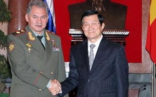 Chủ tịch nước Trương Tấn Sang tiếp Đại tướng Sergei Shoigu. <br>