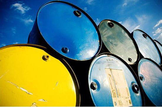 Giá dầu thô trên thị trường quốc tế hiện gắn chặt với kết quả giao dịch chứng khoán.