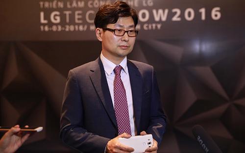 Ông Kim Young Lak, Tổng giám đốc LG Eletronics Việt Nam.