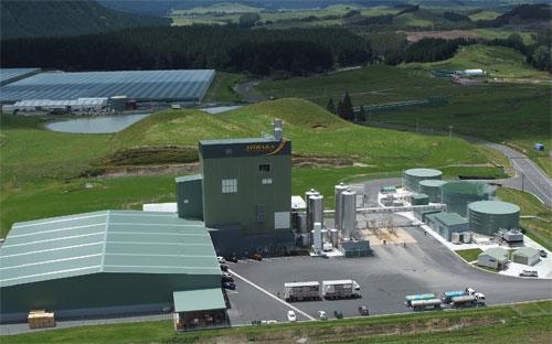 Hiện Vinamilk có một nhà máy sản xuất sữa ở New Zealand và 10 nhà máy sản xuất sữa tại Việt Nam với dây chuyền sản xuất hiện đại, mỗi ngày sản xuất và đưa ra thị trường hơn 18 triệu sản phẩm.