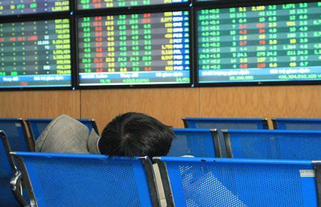 Theo thông kê, trên sàn HOSE, vốn hóa toàn thị trường tính đến ngày 22/8 đạt 653.314,41 tỷ đồng, giảm 41.225 tỷ đồng so với mức 694.539,84 tỷ đồng của ngày 20/8.