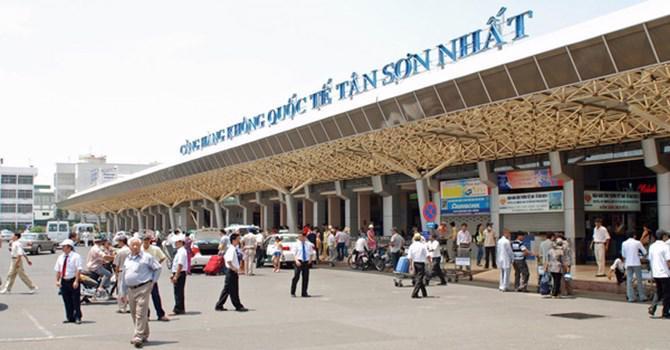 Sân bay Tân Sơn Nhất quá tải từ trên trời dưới mặt đất.