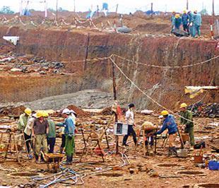 Bộ Chính trị lưu ý quản lý tốt lao động trong vùng dự án.