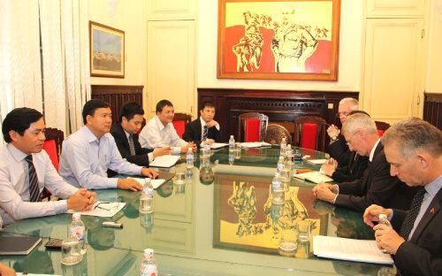 Buổi làm việc giữa Bộ trưởng Đinh La Thăng và ban lãnh đạo Roll-Royces.<br>