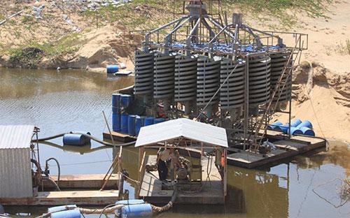 Hiện việc khai thác và xuất khẩu titan phần lớn là ở dạng thô (quặng  ilmenit, rutile tự nhiên và bột Zircon), hiệu quả chưa cao, chủ yếu xuất  khẩu sang thị trường Trung Quốc.