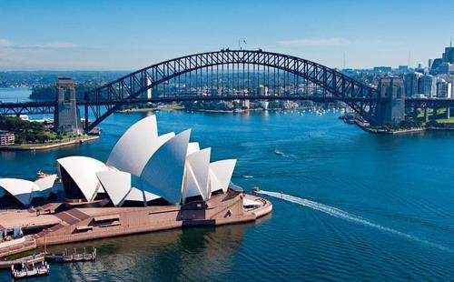 Diễn biến thị trường nhà đất tại Sydney và Melbourne những năm gần đây cho thấy giá nhà đất thường tăng chóng mặt khi chính sách tiền tệ được nới lỏng - Ản: Bloomberg.