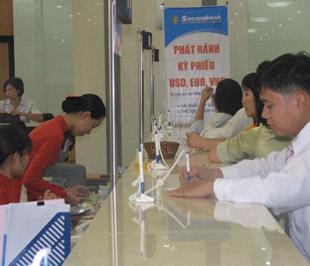 Hoạt động giao dịch tại chi nhánh của Sacombank.
