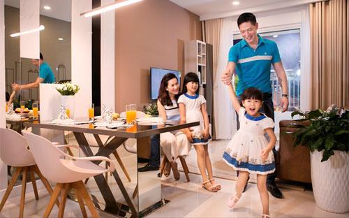 Gia đình MC – diễn viên Bình Minh vui vẻ trong lần đến tham quan, tìm hiểu dự án The Park Avenue.
