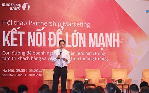"""Ông Huỳnh Bửu Quang, Tổng giám đốc điều hành Maritime Bank chia sẻ cùng doanh nghiệp tại sự kiện """"Kết nối để lớn mạnh""""."""