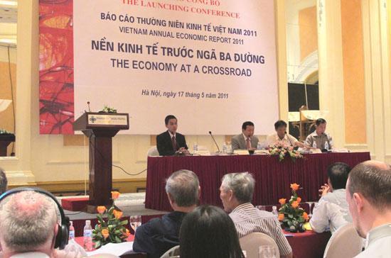 Lễ công bố báo cáo kinh tế năm 2011.