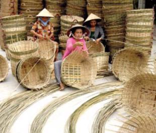 Hầu hết các làng nghề Việt Nam đều sản xuất tự phát, tự tìm đầu ra.