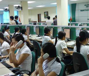 Một góc trung tâm chăm sóc khách hàng của Viettel Telecom.