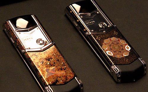 Năm 2002, Vertu bán ra thị trường sản phẩm điện thoại đầu tiên. Đến năm 2015, công ty đã bán tất cả 450 nghìn điện thoại trên khắp thế giới với mức giá sản phẩm trung bình là 5.000 USD - Ảnh: Vertu.
