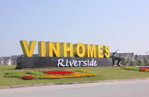 Khu đô thị sinh thái Vinhomes Riverside vừa được chính thức đối tên từ  ngày 12/12/2013 trong chiến lược thống nhất tên gọi các dự án bất động  sản nhà ở gắn với thương hiệu Vinhomes.