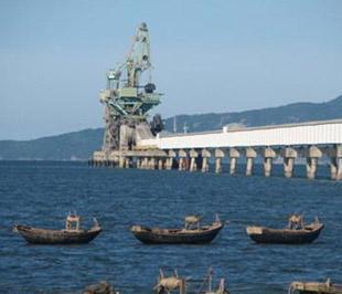 Một góc Cảng nước sâu Nghi Sơn - nằm trong Khu kinh tế Nghi Sơn, huyện Tĩnh Gia, tỉnh Thanh Hóa - Ảnh: TT.