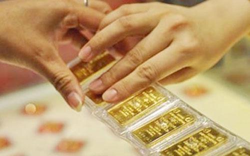 Để ổn định thị trường vàng, Thủ tướng Chính phủ Nguyễn Tấn Dũng vừa ký  quyết định chính thức cho phép Ngân hàng Nhà nước được mua bán vàng  miếng trên thị trường.