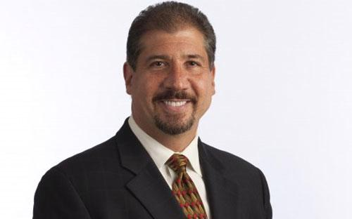 Ông Mark Weinberger năm nay 51 tuổi, từng giữ chức trợ lý Bộ trưởng Bộ Tài chính Hoa Kỳ về chính sách thuế dưới thời Tổng thống George W. Bush.