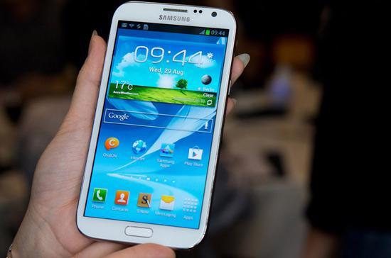 Dòng smartphone lai máy tính bảng Galaxy Note 2 được giới thiệu vào cuối tháng 9 nhưng tới cuối tháng 11 đã đạt doanh số bán hơn 5 triệu máy.
