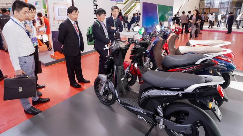 VinFast tham gia sự kiện với không gian trưng bày rộng 50m2, giới thiệu 3 mẫu xe máy điện gồm Ludo, Impes và KlaraS phù hợp với không gian đô thị văn minh, hiện đại.
