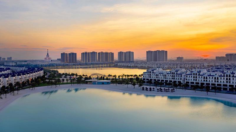 Từ Vinhomes Ocean Park - trung tâm mới của phía Đông Hà Nội, dễ dàng di chuyển đến các khu vực nội thành, sân bay Nội Bài; đặc biệt thuận tiện kết nối liên tỉnh khi đường nhánh kết nối cao tốc Hà Nội - Hải Phòng vào dự án dự kiến hoàn thành cuối quý 2 năm 2021.