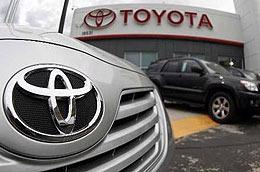 Toyota được cho là sẽ đánh mất ngôi vị hãng xe lớn nhất thế giới về doanh số vào tay đối thủ Mỹ General Motors (GM).