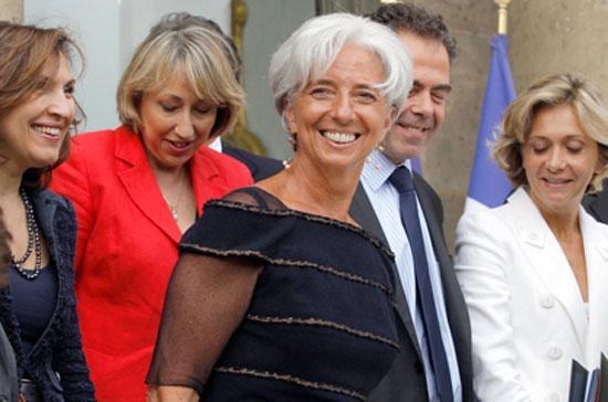 Bà Christine Lagarde (giữa) là nữ Tổng giám đốc đầu tiên trong lịch sử IMF - Ảnh: AFP.