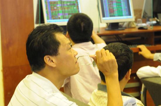 Trong tháng 4, thị trường khó có những đợt lên điểm dài, tuy nhiên khả năng giảm sâu là khó xảy ra - Ảnh: Quang Liên.