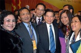 Chủ tịch nước Nguyễn Minh Triết gặp gỡ thân mật bà con kiều bào - Ảnh: TTXVN.