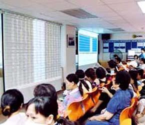 Hiện có rất nhiều người, nhiều gia đình ở Thanh Hoá đang gom tiền gửi ra Hà Nội, gửi vào Tp.HCM góp vốn để cho con cái, anh em, bạn bè đầu tư kinh doanh chứng khoán.