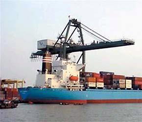 Ngành hải quan cho biết sẽ tăng cường công tác kiểm tra sau thông quan đối với các doanh nghiệp hoạt động xuất nhập khẩu - Ảnh: TT.