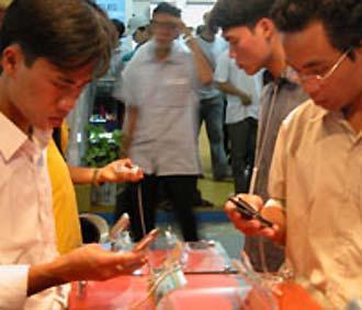 HT Mobile hiện mạng di động cho phép khách hàng gọi và nhắn tin miễn phí nhiều nhất tại Việt Nam.