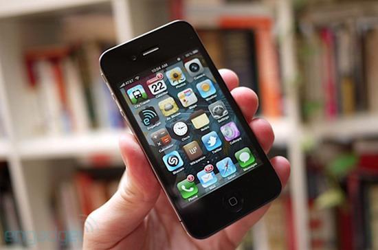 iPhone 4 được giới công nghệ không tiếc lời khen ngợi - Ảnh: Engadget.