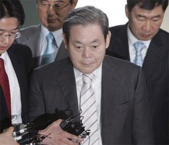 Các công tố viên không tìm thấy bằng chứng để buộc tội hối lộ đối với ông Lee - Ảnh: Reuters.