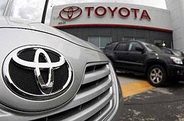 """Một trong những """"đóng góp"""" nhiều nhất cho sự đi xuống của chứng khoán Nhật phiên này là cổ phiếu xe hơi Toyota, khi giảm 0,9%."""