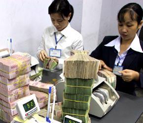 Các ngân hàng ngoài lo mất nợ còn bức xúc vì quyền lợi của mình (bên liên quan) chưa được bảo đảm, nhất là sau một thời gian tiếp vốn hỗ trợ phát triển doanh nghiệp - Ảnh: Việt Tuấn.