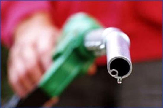 Khép phiên giao dịch cuối tuần (19/8), giá xăng, dầu trên thị trường quốc tế biến động trái chiều.