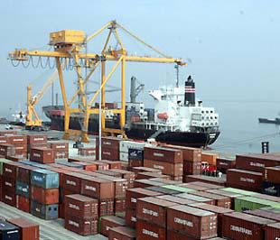 Việc nhập siêu được khống chế ở mức thấp cho thấy chính sách điều hành xuất nhập khẩu của Chính phủ đang tỏ ra có kết quả tốt.